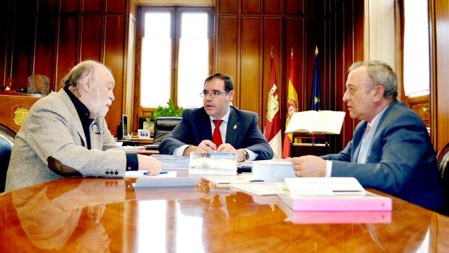 El presidente de la Diputación de Cuenca, Benjamín Prieto, durante el encuentro con los representantes de la Fundación Huete Futuro - Fuente CLM24.es