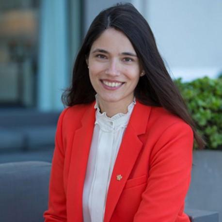 Sra. D.ª Lucia Dotto Dominguez